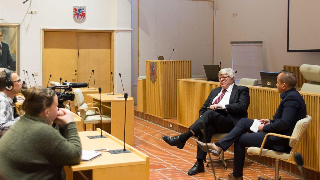 Turun yliopiston rehtori Kalervo Väänänen Mikko Hulkkosen haastattelussa.