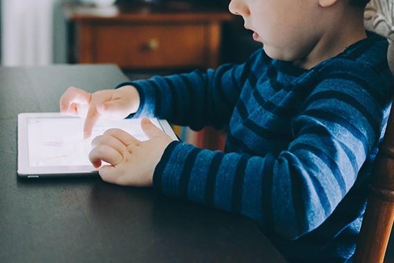 Tabletti tiivistää sijaishuollossa olevan lapsen ja ammattilaisen yhteydenpitoa